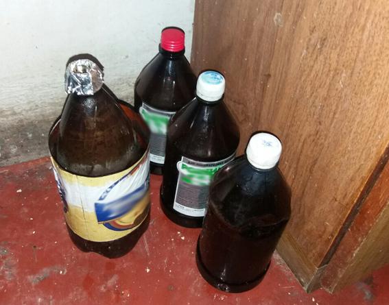 У Новограді-Волинському спритні ділки продавали наркотики біля каплички на кдадовищі (ВІДЕО), фото-1