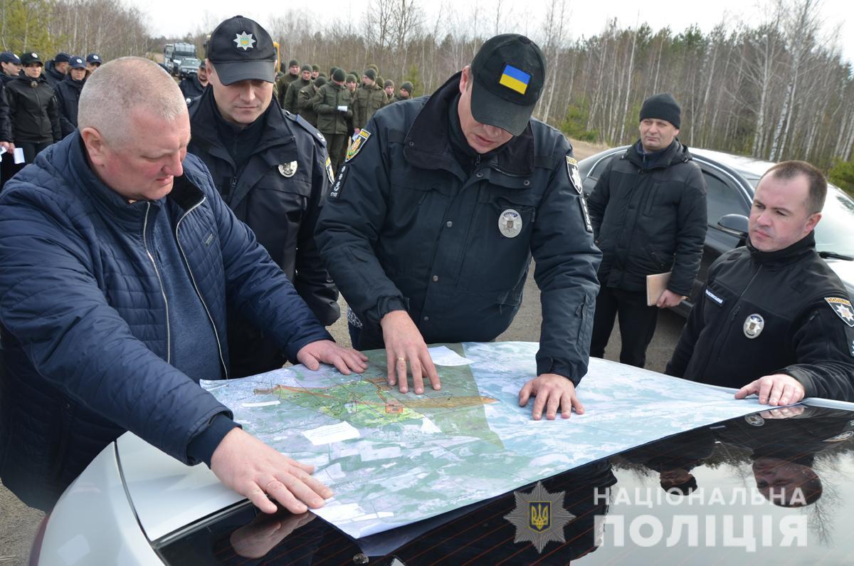 Близько сотні поліцейськіх продолжают шукати 16-річного Дмитра Степарука на Житомирщині